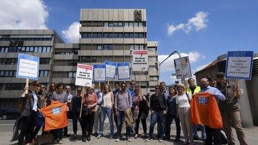Warnstreik vor dem Verlagshaus Nürnberger Presse