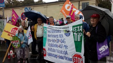 Eine Delegation des OV bei der Demo gegen TTIP am 17.09.2016 in München