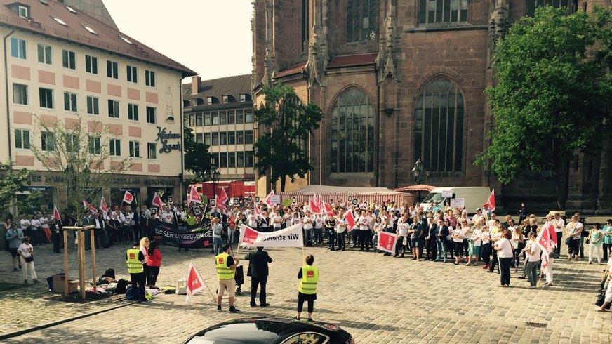 Foto einer Streikversammlung