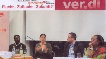 Bild aus der Migrations-Podiumsdiskussion  vom 17.03.15 mit dem Moderator Antonios Moumouris und den Gästen: Keli, Ivona Papak und Messeret Kasu