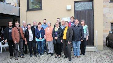 Foto des neugewählten Ortsvereinsvorstand aus Fürth mit der stellvertretenden Geschäftsführerin Rita Wittmann