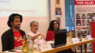 Bild von den MigrA-Kollegen, Dennis, Elke und Banu während der MigrA-Mitgliederversammlung