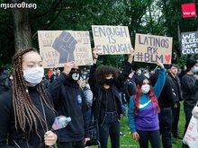 Bild junger Menschen bei der Silent-Demo
