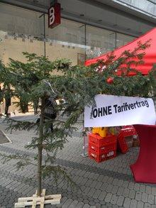 Ohne Tarifvertrag-Weihnachtskrüppelbaum